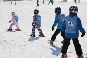 kids skiing